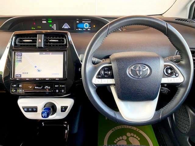 インパネはスタイリッシュだけではなく、安心・安全に配慮して設計されています。まずはご来店してお座り下さい。きっと運転する感覚がつかめると思います。