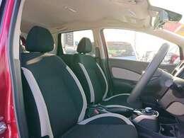 見た目以上にゆったりとしたフロントシート!リフター付きで高さ調整もOKです
