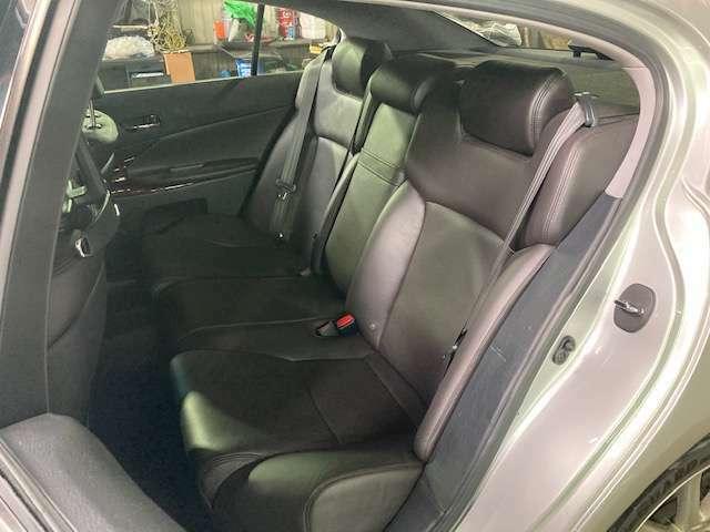 後部座席も使用感無く綺麗な状態が保たれております♪