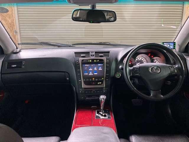 純正HDDナビ、地デジ、バックモニター、プッシュスタート、レザーシート、シートヒーター等、レクサスらしく豪華装備のインテリアです♪
