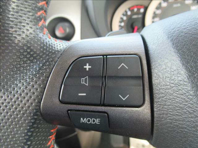 ステアリングリモコンが付いているので走行中も安全にリモコンそうさができます。