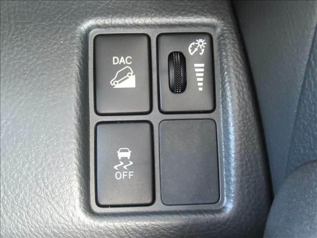 【ダウンヒルアシストコントロール】スイッチひとつで降坂時の車速を低車速にキープ。安定走行をサポートすることで急な下り坂での不安を解消します。