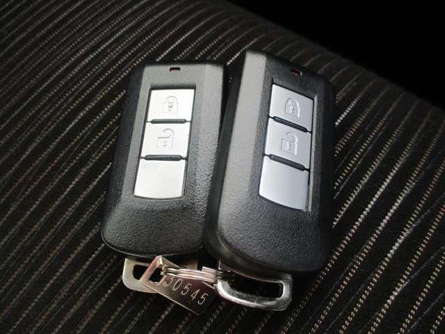 インテリジェントキー!キーを取り出さなくてもラクラク開閉&エンジン始動できます!