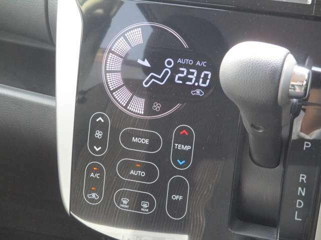 タブレット端末感覚の操作しやすいタッチパネルのオートエアコン♪凸凹が少ないから掃除もサッと一拭き!