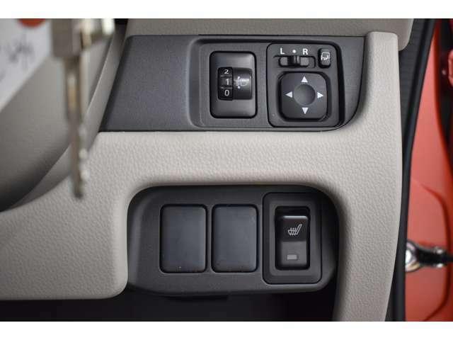 運転席のスイッチでドアミラーも開閉が出来ます!狭い駐車スペースでも安心です!シートヒーター(運転席)装備(*^-^*)