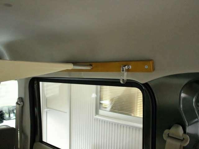 天井からマット下まで、熟練家具職人の技が活きる使い勝手の良い空間になっています。