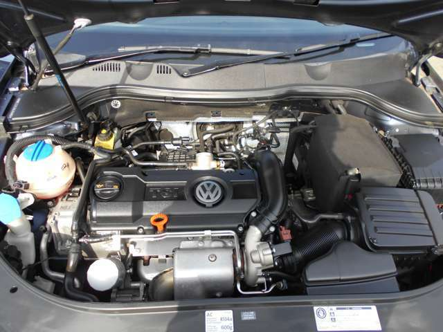現在のフォルクスワーゲンを支えている主力エンジンです!耐久性と信頼性が高く、低燃費でもターボの力強い加速と走りが魅力です!この後期型IIエンジンは極端に故障がなく、メンテナンスフリーで乗って頂けます。