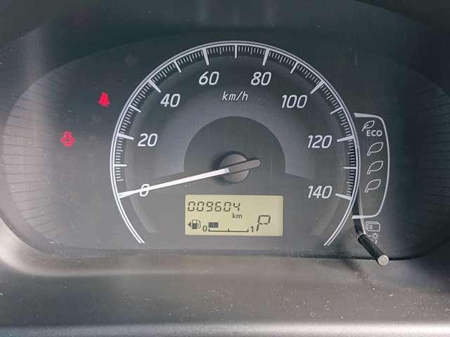 走行距離なんと10,000km!シンプルなメーター周りで知りたい情報がすぐにわかりますね♪