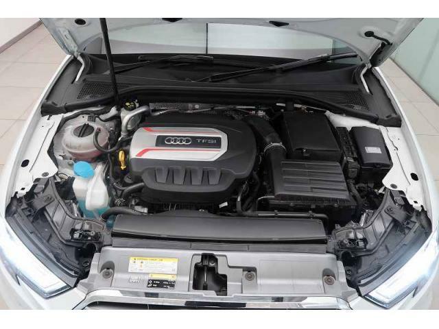 Audi quattro『 フルタイム4WDのquattro。天候に左右されず優れた走行安定性を実現。Audi自慢の駆動システムです。』
