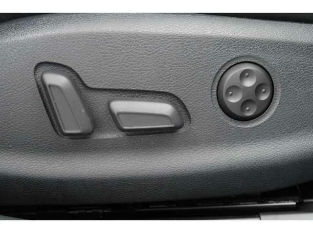 ランバーサポート機能付パワーシート『腰のサポート部分は微調整が可能!シート調整も電動で簡単です!』