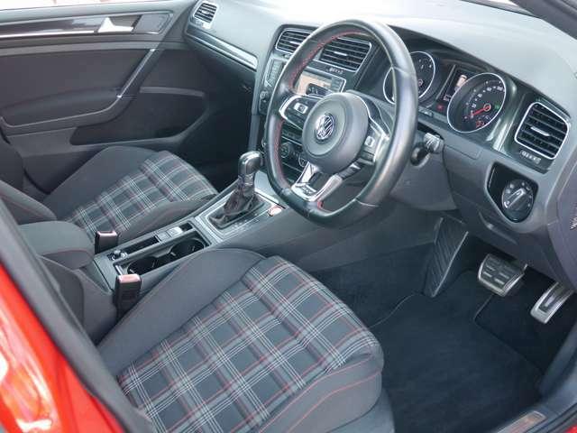 GTI専用のインテリア、スポーツシート。