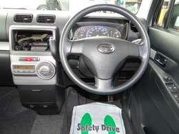 運転席はエアバックが装備!助手席にも当然エアバックが装備されており安全面でも嬉しい一台です。免許取立ての方には欲しい装備ですよ!
