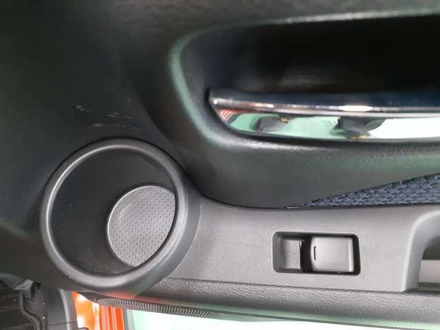 後席ドアにもドリンクホルダー付きで使い勝手が良いです!