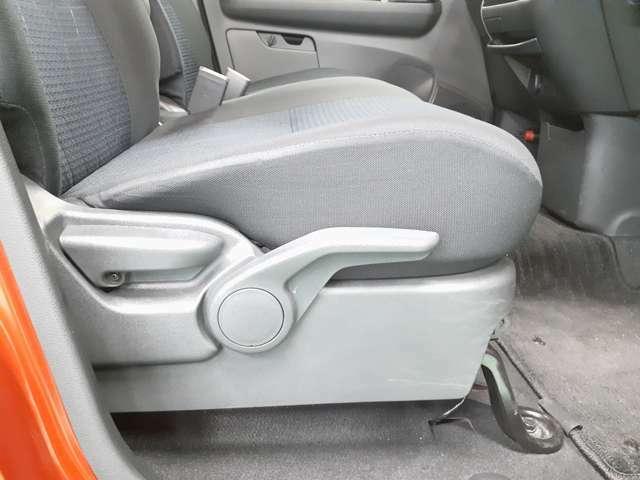 運転席にはシートアジャスター付きで高さ調整できますのでベストポジションに設定可能です!