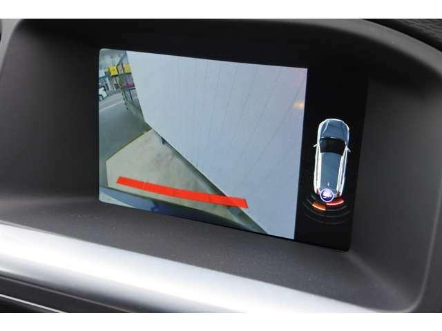 リアカメラは標準装備です。ステアリングを動かすと、黄色いガイドラインが動いてくれるので駐車も楽にできます。