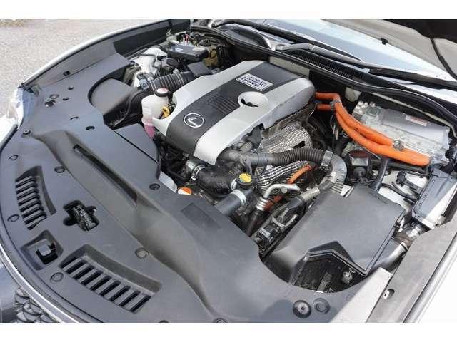 弊社では全車安心の定期点検整備を実施しております。(エンジン系・足廻り系など、その他約50項目の点検整備、オイル関係などの消耗部品の交換をご納車前にディーラー又は認証工場にて徹底整備致します)