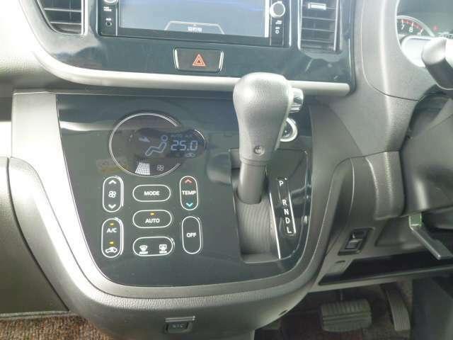 エアコン操作もタッチパネルで使いやすい