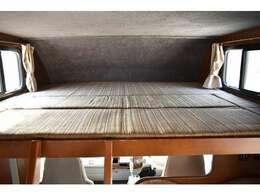 バンクベッドも広々です☆サイズは175cm×187cm(大人3名)になります♪
