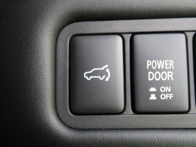 【電動リアゲート】スイッチひとつでバックドアをオート全開・全閉・一時停止できる機能です♪さらに、閉まり切るのを待たずにロックできる予約ロック機能が搭載されました♪