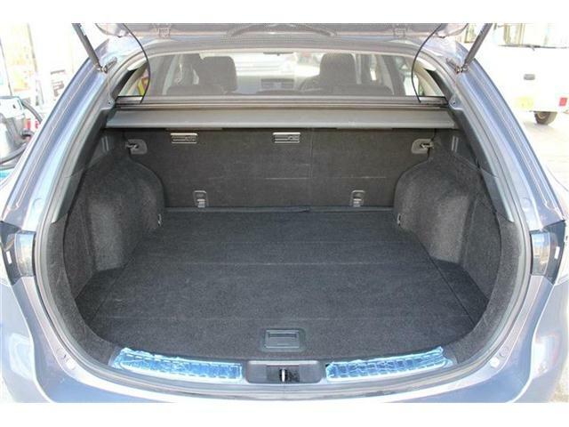 コンパクトなボディサイズでありながら荷室スペースはしっかり確保されております♪