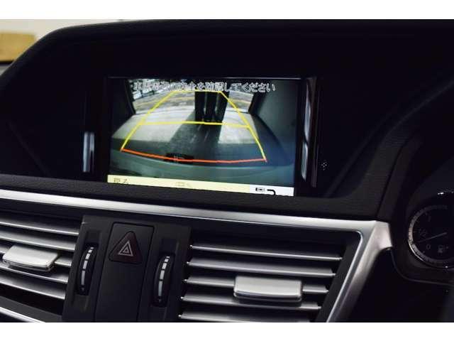 バックカメラにより、より安全に駐車できます。