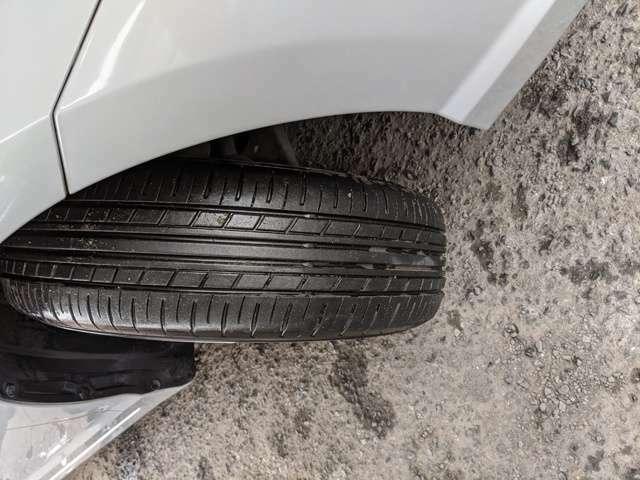 タイヤの溝はまだまだあります。購入後も安心して乗れます。