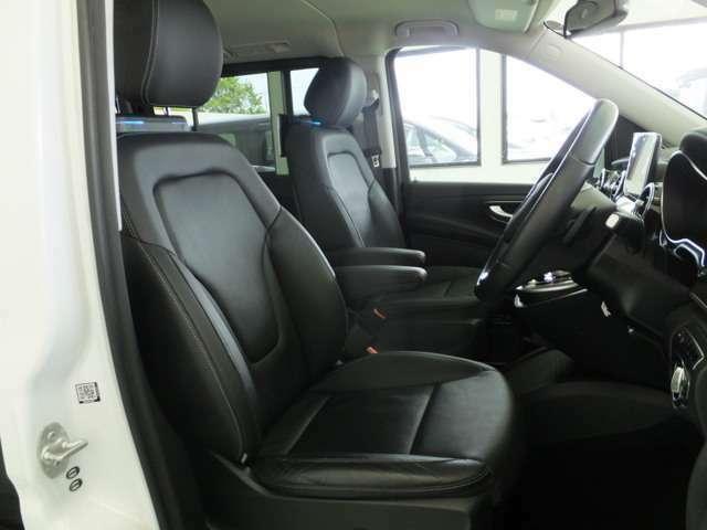 ☆革シート☆運転席は視界良好!快適ドライブが楽しめます!☆
