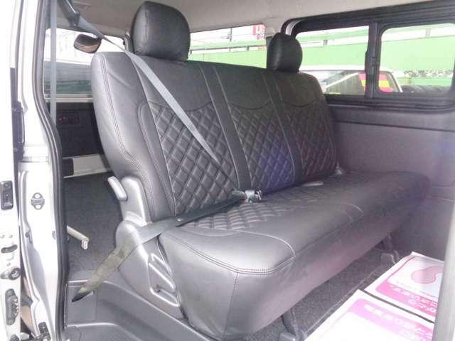 スーパーGLなら後席も快適!専用リクライニングシート・Wエアコン・両側スライドドアイージークローズ・スライド窓!リアフィルム!リアシートベルト標準装備で同乗者も安心!後席モニター取り付けも承ります!