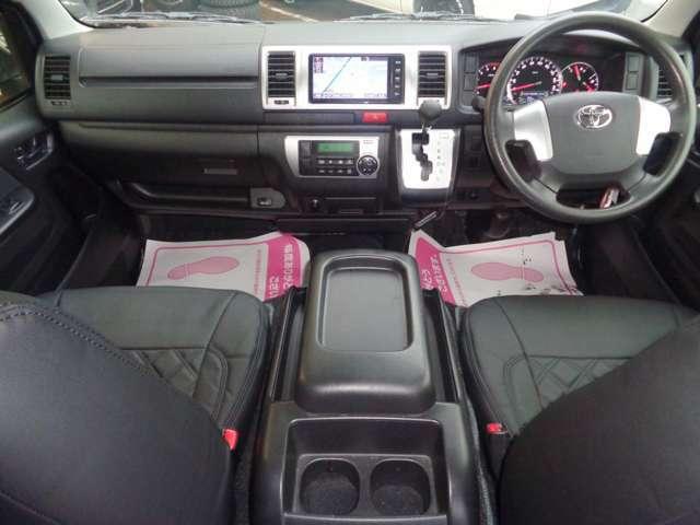 クリーニング済みの綺麗な運転席!気持ち良くお乗り頂けます!Wエアバック・ABS・キーレス・電格メッキミラー・左右パワーウインドウ・オートエアコンと快適装備の揃ったスーパーGLは自家用車にも人気ですね!