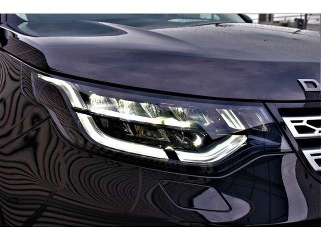 フルLED化されたヘッドライトは基本的に交換の必要がありません。高輝度かつ消費電力も少ないことから燃費向上につながります。自然光に近い光によって視認性が向上し、夜間運転での疲労も大きく軽減します。