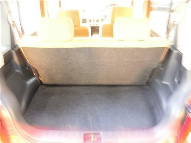 後部座席は可倒式ですので、お荷物を載せる際は倒してご使用いただけます♪