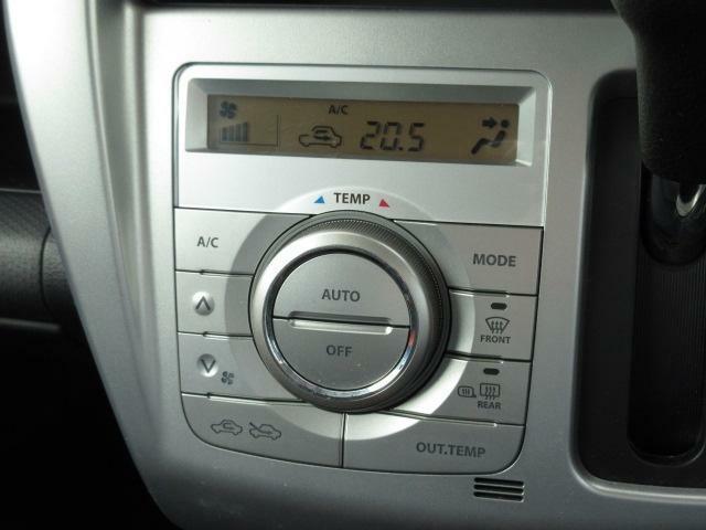 温度設定だけで一年中快適なフルオートエアコンが装備されています!