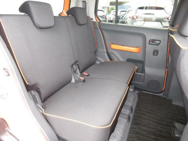 リアシートも、ゆったりと座れるスペースを確保しております!左右独立して動かすことが可能です。