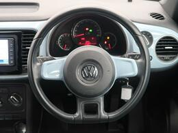シンプルなデザインと一目でわかるスイッチの配置はPeoples Car=みんなの車という考えの現れです。各スイッチにはバックライトもついており、夜間でも安全に操作して頂けます。
