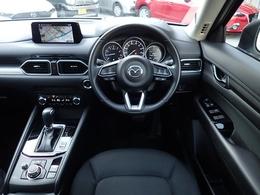 高級感あるインテリア、オルガン式アクセルペダル、しっかりとした座り心地のシート。運転のしやすさに拘った運転席です。