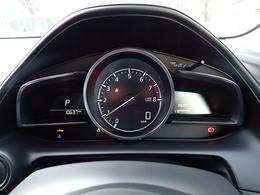 センタータコメーターにデジタルの速度計、スポーティな雰囲気が楽しめるインテリア。