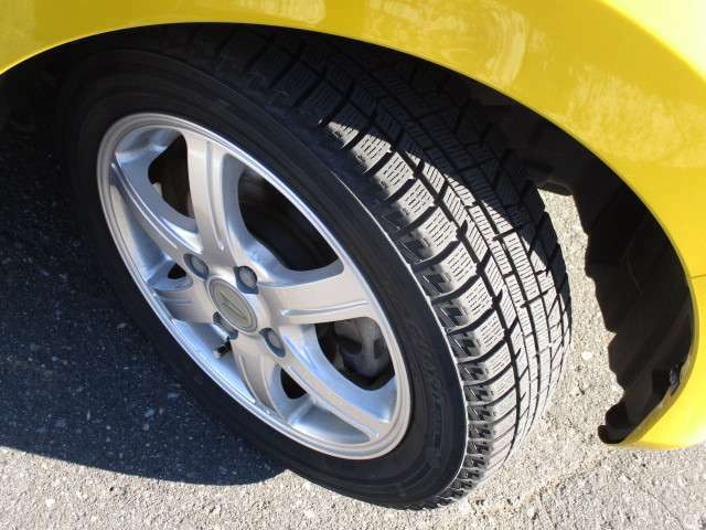 タイヤサイズは、155/65R14です。16インチの純正夏タイヤも付属です!