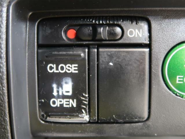 ●パワースライドドア●ワンタッチでスライドドアの開閉が可能です!もちろんキーからの操作も可能♪お子様を抱いている時・両手いっぱいの荷物時などもピッと開いてくれるドアには感動の気持ちが!?