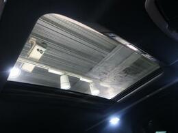 人気装備!!【ルーフ】開放的なムーンルーフからは、爽やかな風や温かい陽の光が車内に差し込みます。