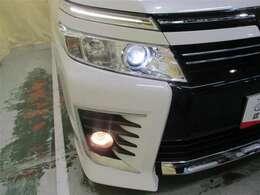 LEDヘッドランプやフォグランプも付いて夜間も安心ドライブです