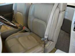 レザーシート!3点式シートベルトを装備!