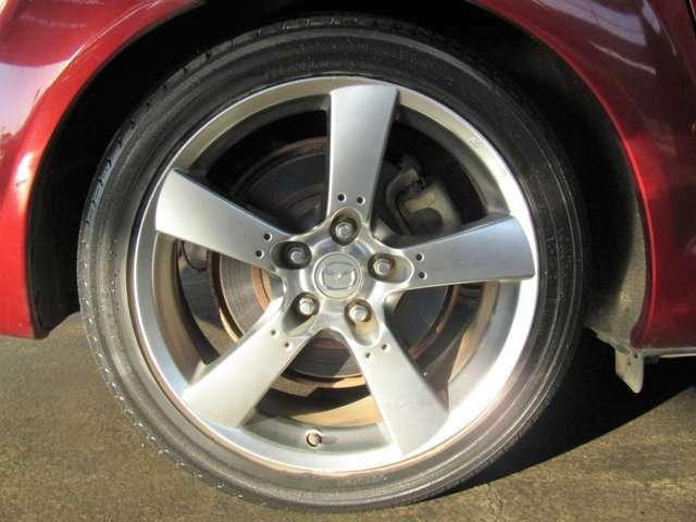 純正18インチアルミホイール付!鉄ホイールと違って軽いので燃費にも影響してきます。