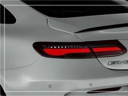 流麗なクーペスタイルにスポーツ専用AMGスタイリングパッケージエクステリア&専用19インチアルミホイールが装備され迫力有るエクステリアを演出!!