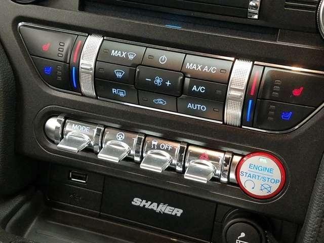 エンジンスタートボタンも右寄りに変更し、トグルスイッチの配列もレイアウト変更されています。
