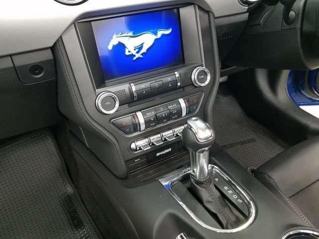センターのMy Ford Touchの画面にはエンジン始動した瞬間ギャロッピングホースが浮かびあがります。
