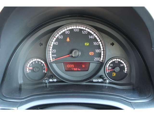 <スピードメーター>メーターはすっきりとしたデザインでとても見やすく安全運転のお役に立ちます。