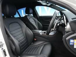 ●前席:ブラックレザーシート:ゆったりとしたドライバースペースで、長時間の運転でも快適にお過ごしいただけます。