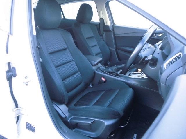 ドライビングポジション設定のし易いシートです。