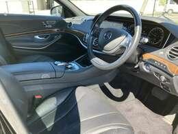 ステアリングスイッチ付きなので運転中手を放さず各種操作が可能です。