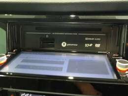 CD,SDカード挿入口です